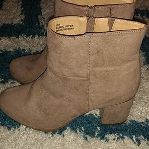 Torrid 10w ankle boots, NWOT
